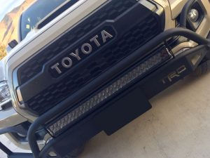 Rigid_30inchE-Series_Pro_LED_Light_Bar_Midnight-Edition-Spot_Installed_001
